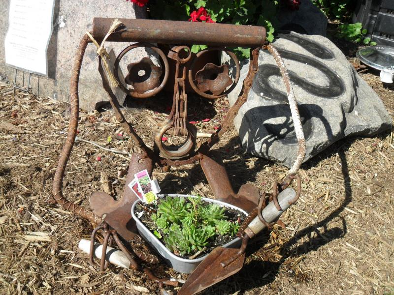20% off All Rusty Garden Art